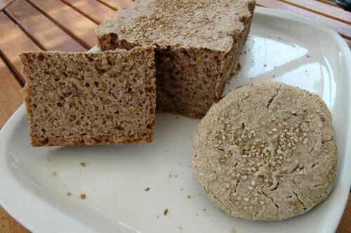 Herkullinen gluteeniton leipä tattari- ja riisijauhoista