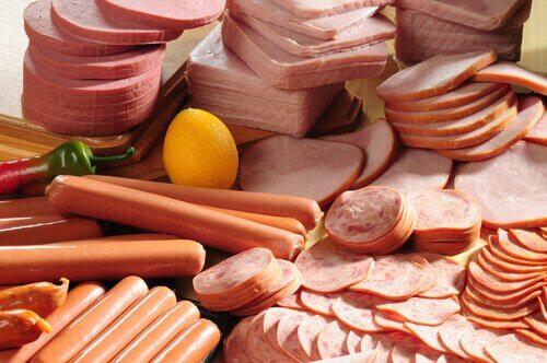 alenna korkeaa kolesterolia ja ole syömättä prosessoitua lihaa