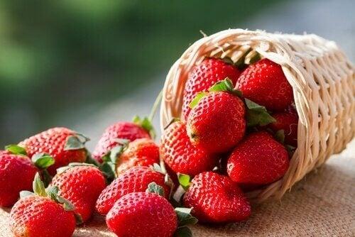 munuaisia ja virtsarakkoa hoitavat ruoat: mansikka