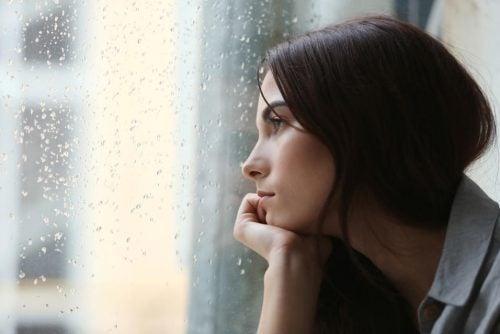 Eristäytyneisyys voi saada aikaan masennusta.