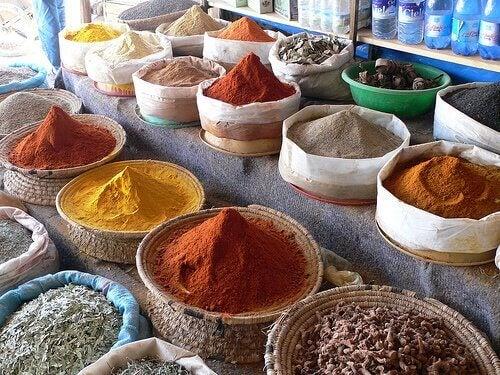 vatsakipu ja vältettävät ruoat: mausteet
