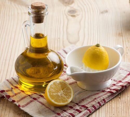 hoida nivelkipua oliiviöljyllä ja sitruunalla
