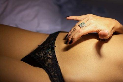 nainen masturboimassa