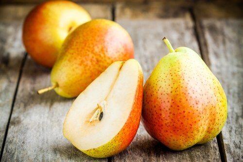 hedelmät selluliitin vähentämiseksi: päärynä