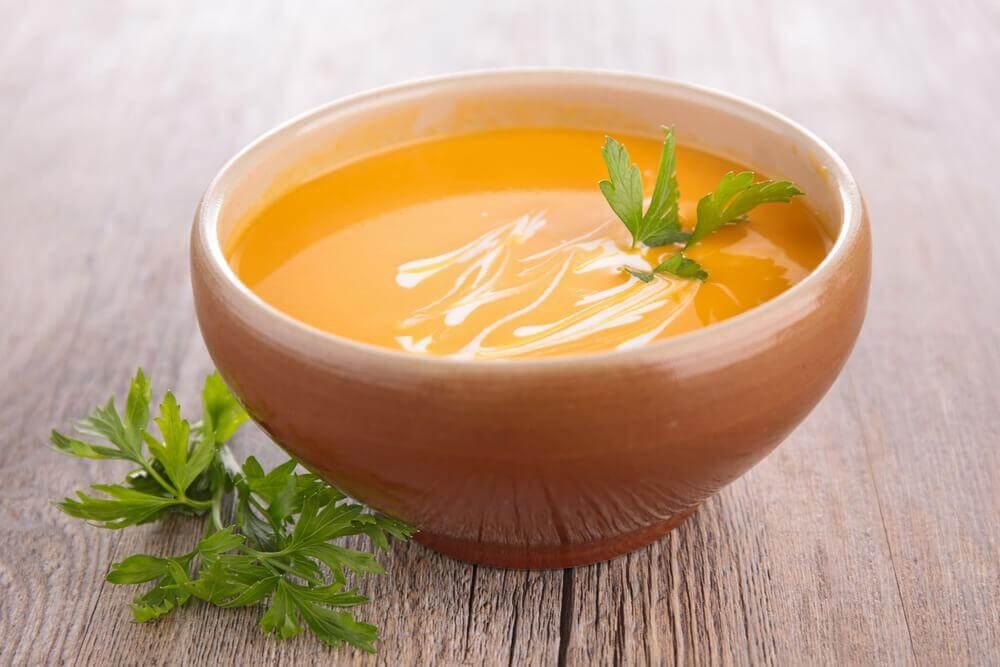 2 helppoa tapaa valmistaa porkkanasosekeittoa