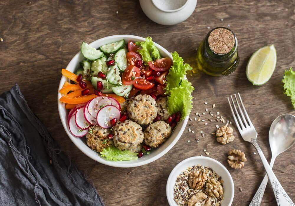 Kvinoa-kikhernepyörykät: maistuva vaihtoehto lihapullille