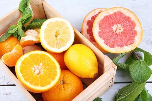 voit vähentää vatsarasvaa syömällä sitrushedelmiä