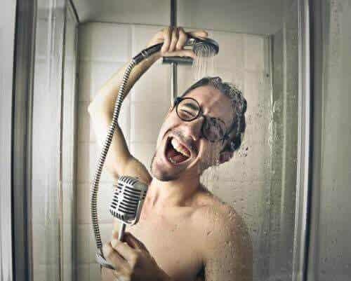 5 tavallista haitallista tottumusta suihkussa