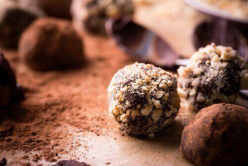 Suklaatryffelit voidaan valmistaa myös kevyempänä versiona.