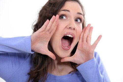 torju kasvojen veltostumista leikkimällä että huudat