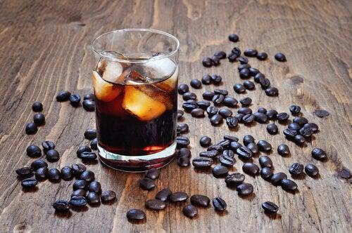 vältä alkoholia ja kahvia helteellä