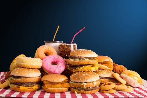 pidä paino kurissa jättämällä roskaruoat syömättä