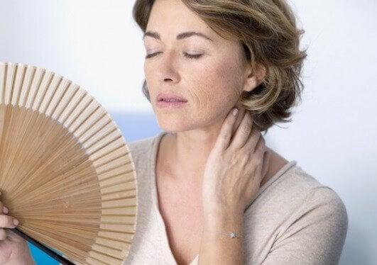 vaihdevuodet aiheuttavat rintojen riippumista