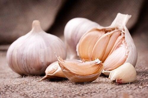 välty flunssalta syömällä valkosipulia