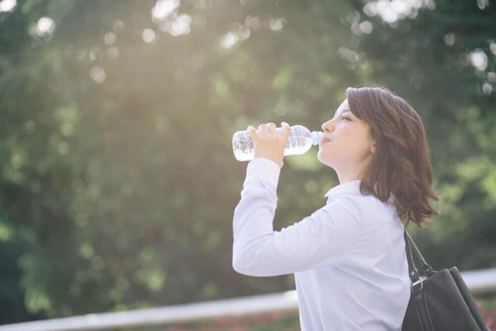Itsetehty elektrolyyttijuoma nestevajeen ehkäisyyn