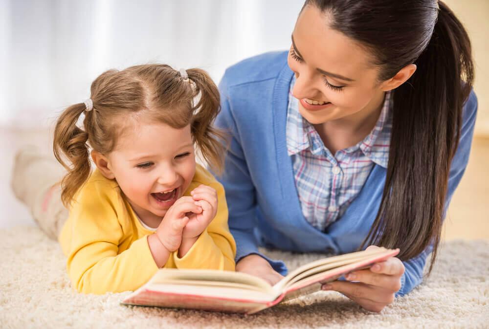 voit rohkaista lapsia lukemaan lukemalla heille
