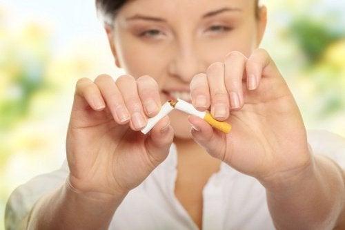 lopeta tupakointi parantaaksesi kotisi ilmanlaatua