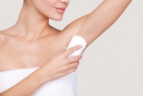 älä jaa deodoranttia kenenkään kanssa