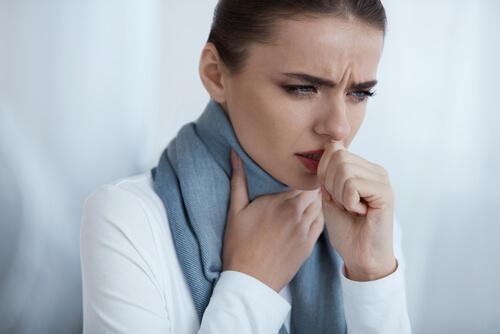 keuhkokuumeen oireet: yskiminen