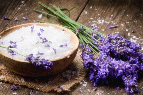 laventelihoito kovettumien pehmentämiseksi