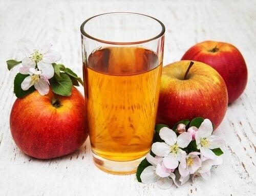 omenamehu ja omenat