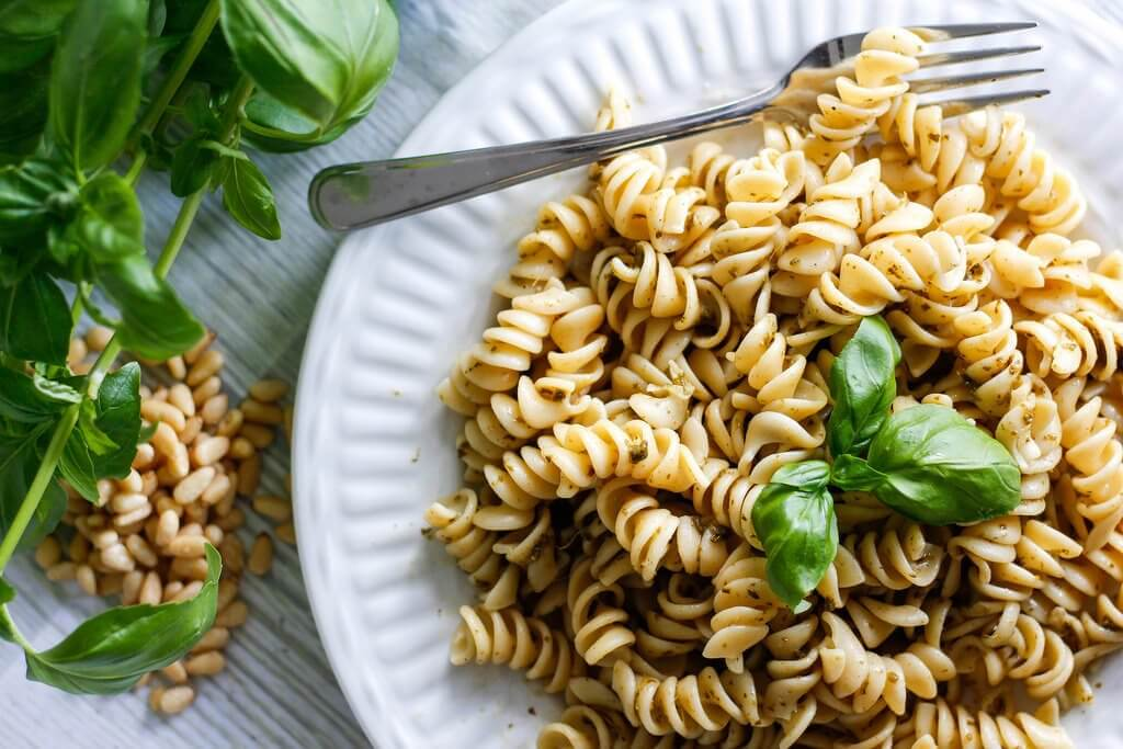 kastike pastalle: pesto-pasta