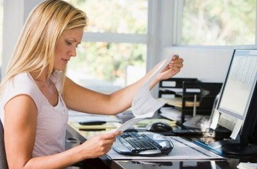 syyt vatsan turvotukseen: työstressi
