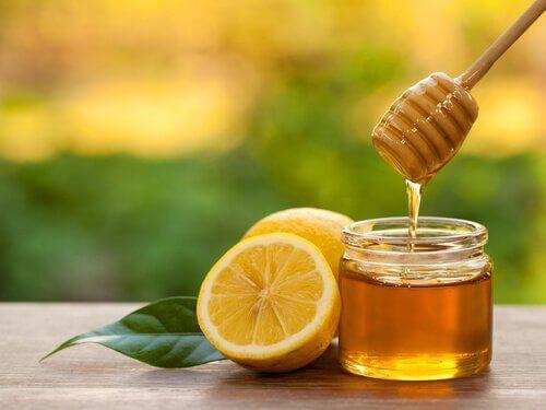 Hunaja auttaa kainaloiden ihon vaalentamisessa