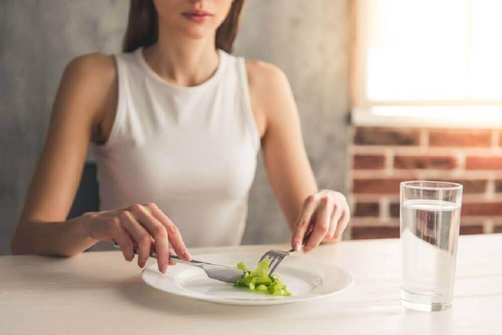 10 syytä hiustenlähtöön: huono ruokavalio