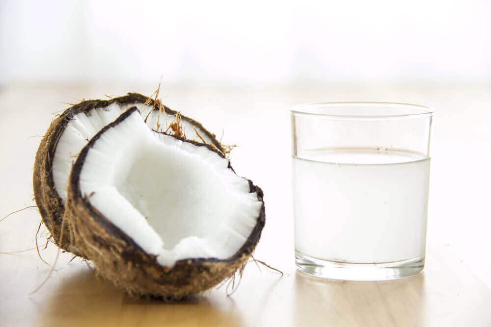 verihiutaleiden määrän kohentaminen kookosvedellä
