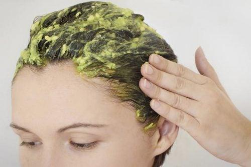 naamio kuiville hiuksille