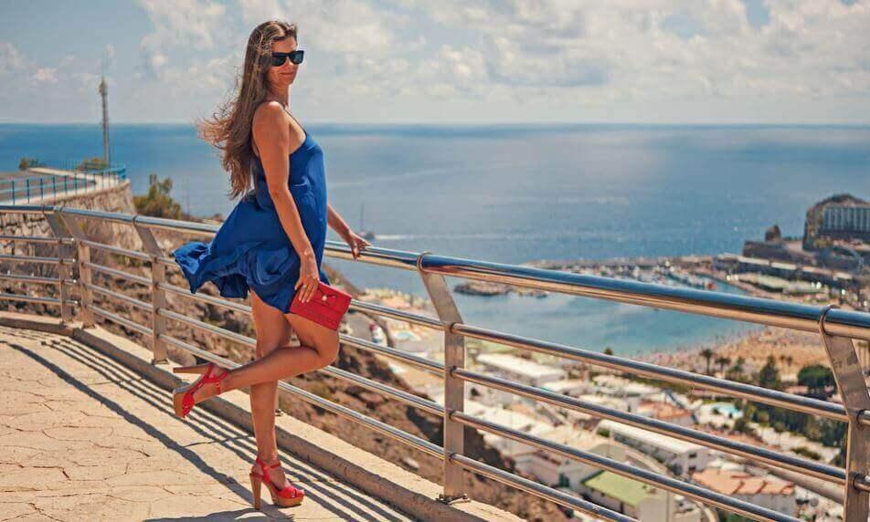 Lyhyen mekon kanssa sopivat monenlaiset kengät
