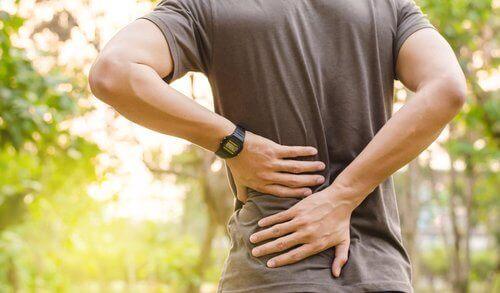 sydämenpysähdyksen oireet: selkäsärky