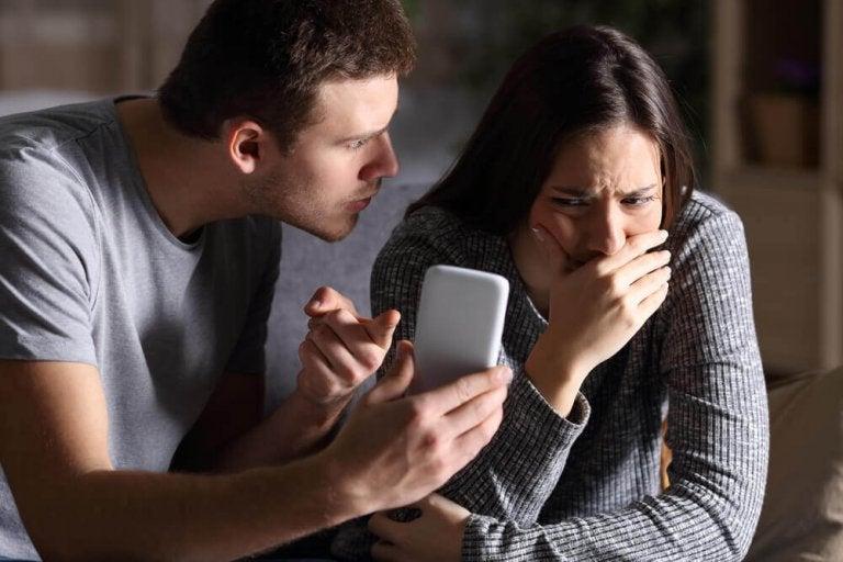 Mitä tehdä, jos poikaystävä on sovinisti