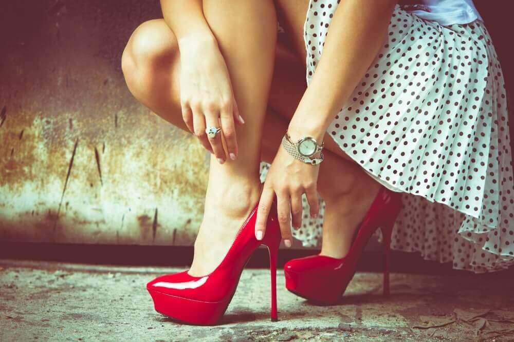 Sovinisti hyväksyy seksikkäät vaatteet naiselle vain yksityisesti