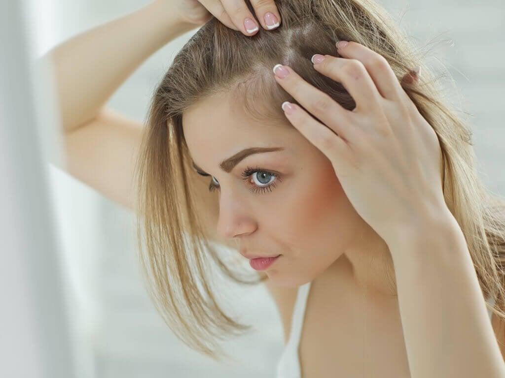 10 yleistä syytä hiustenlähtöön