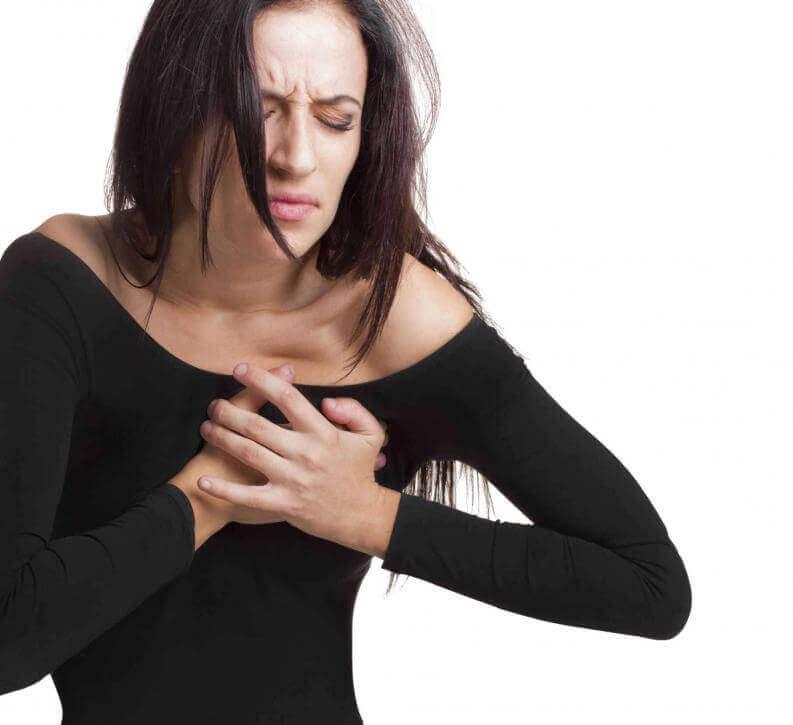 naisella sydämenpysähdyksen oireita