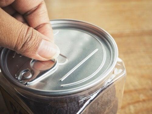 epäterveelliset ruoat: purkkiruoka