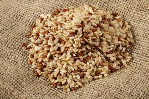 Seitsemäntenä päivänä saa syödä tummaa riisiä