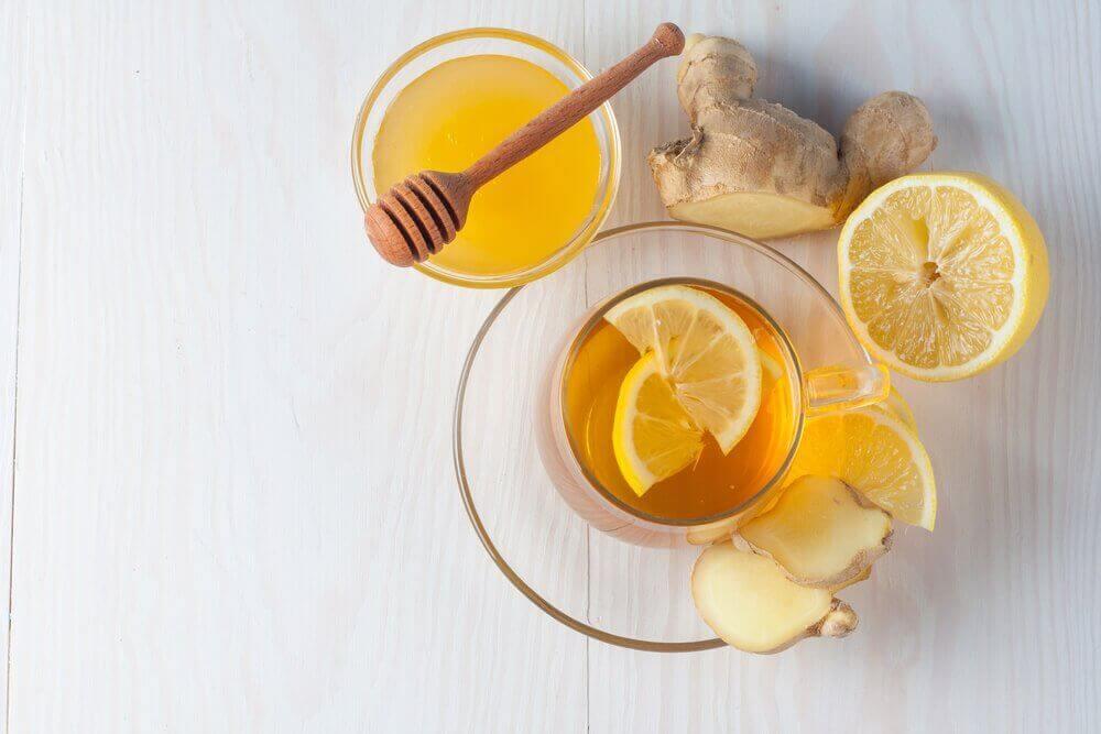 Yskänlääkettä inkivääristä, hunajasta ja sitruunasta