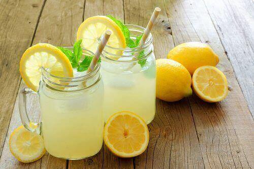Sitruunavesi voi auttaa hoikistumaan