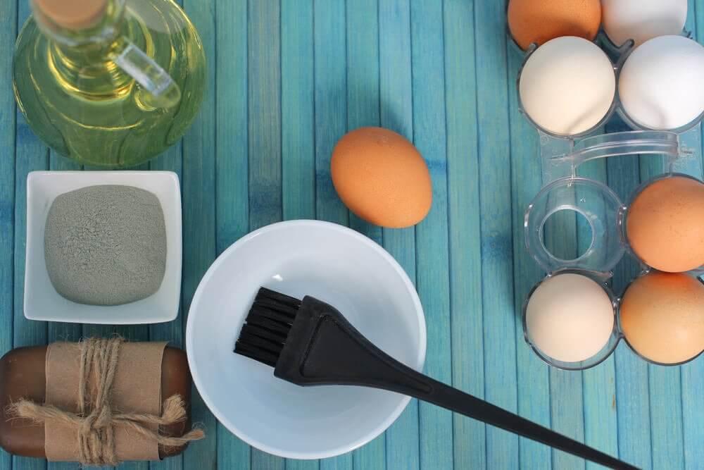 3 kananmunahoitoa kuiville hiuksille