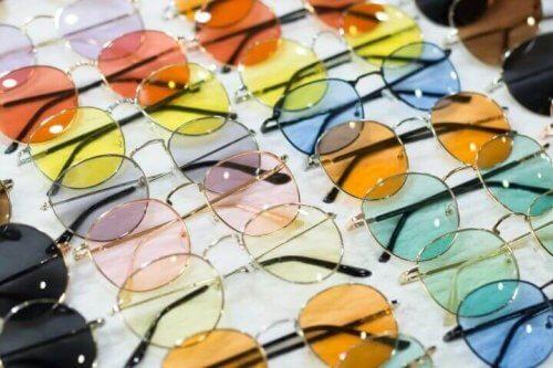valikoima aurinkolaseja