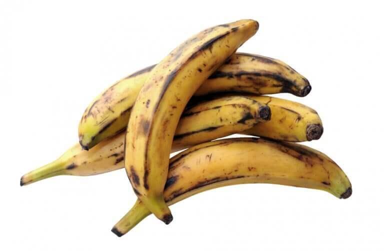 Juustotäytteiset banaanipyörykät karibialaiseen tapaan