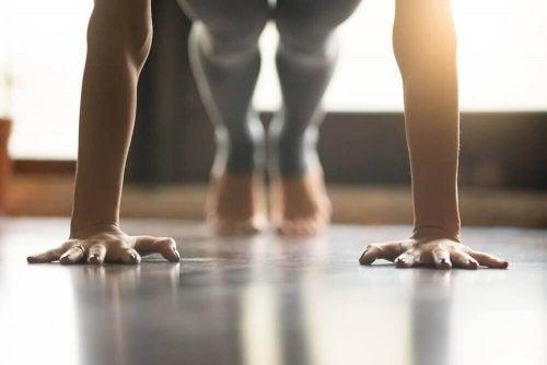 Kuinka jooga vahvistaa lihaksia?