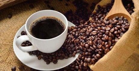 hoida matalaa verenpainetta nauttimalla hieman kofeiinia