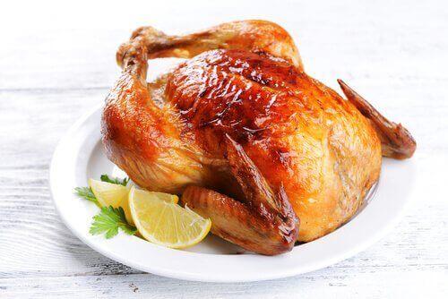 kokonainen paistettu kana