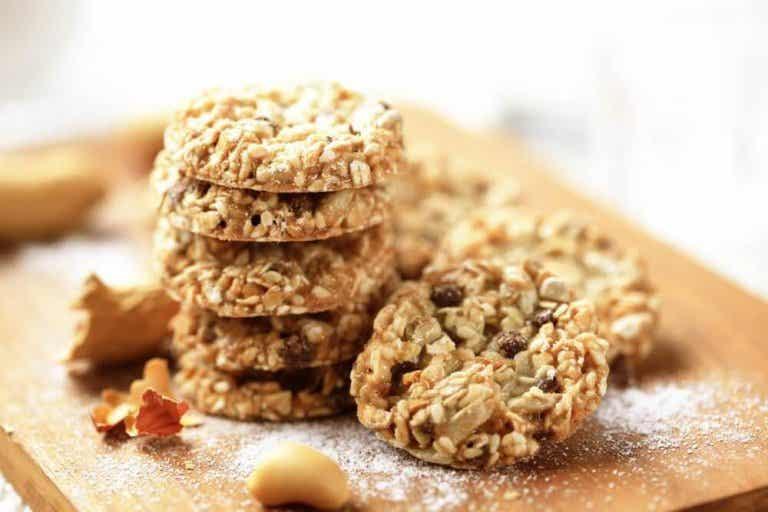 Kaura-pellava-seesamkeksit naposteluun dieetillä