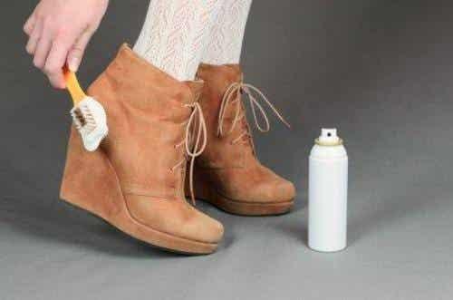 Puhdista kengät kunnolla