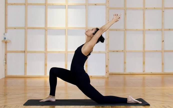 jooga auttaa selkäkipuun: kyyhkynen
